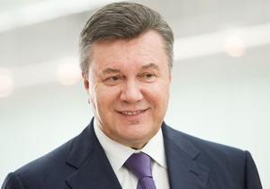 Янукович вылетает в США