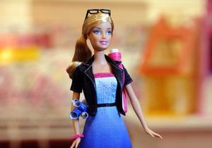 Оренбургский платок и меховая шапка. Российские дизайнеры оденут куклу Barbie