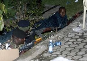 Штурм торгового центра в Найроби: боевики угрожают убить заложников