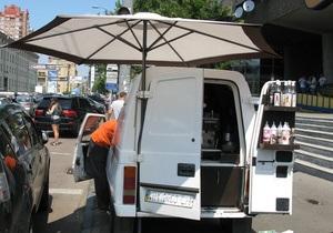 МВД: В центре Киева автокофейня переехала ногу милиционеру, протянув его за собой десятки метров