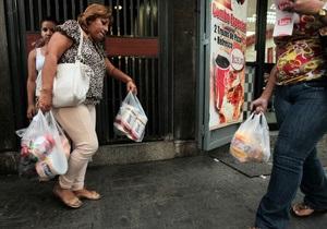 В Венесуэле военные взяли под контроль производство туалетной бумаги