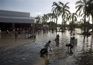 Наводнение в Мексике: В Мексике жертвами сильных наводнений стали более 100 человек