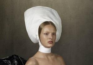 В Vogue Голландия вышла фотосессия с моделью, кормящей грудью младенца