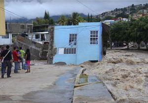 Мексика - Число жертв штормов в Месксике подбирается к сотне