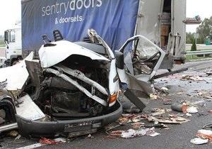 На Житомирской трассе столкнулись четыре фуры: есть пострадавшие