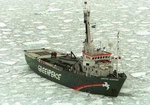 Российские пограничники обстреляли судно Greenpeace