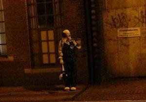 Новости Великобритании - странные новости: Жителей британского города терроризирует похожий на персонажа книги Кинга клоун