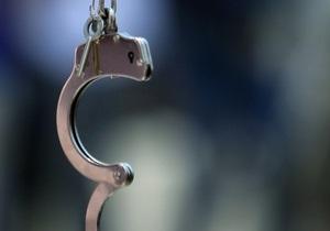 В Киеве грабитель-рецидивист сбежал из-под стражи у здания суда