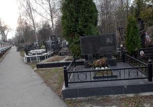 В Киеве через год негде будет хоронить людей - Ъ