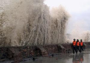 Из Японии из-за тайфуна эвакуируют более 300 тысяч человек