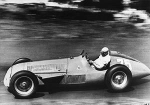 Гоночный Alfa Romeo продали за рекордную сумму