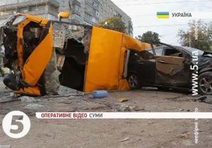 В Сумах автомобиль врезался в маршрутку: два человека погибли, 14 госпитализированы