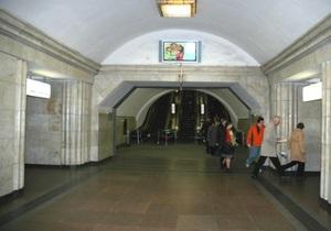 89-летняя киевлянка, упавшая на рельсы метро, почти не пострадала