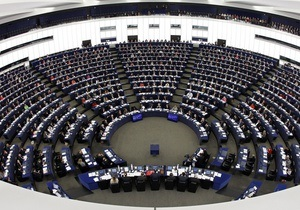 Евродепутаты жестко раскритиковали позицию Москвы: России нужно показать красную карточку