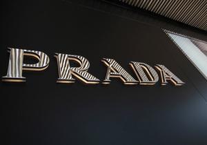 Австралийка засудила Prada из-за пятна на юбке