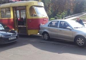 В Киеве близ стадиона Спартак из-за ДТП образовалась пробка из 12-ти трамваев