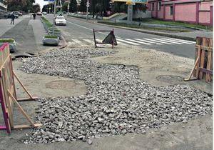 новости Киева - Киевавтодор - дороги - ямы - В центре Киева в десятый раз на том же месте образовалась яма
