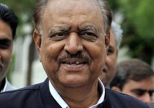 Впервые в истории Пакистана президент покинул свой пост