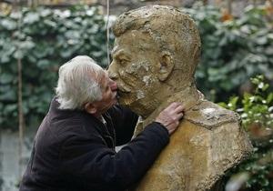 Памятник Сталину в Грузии уберут, едва поставив