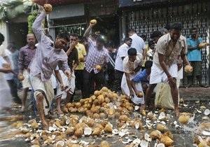На Мальдивах избиратели испугались  заколдованных  кокосов