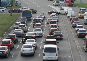 Пинзеник утверждает, что  кое-кто  хочет повысить вдвое налог на ввоз авто в Украину