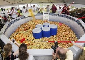 В Университете Массачусетса в честь начала нового учебного года приготовили рекордный фруктовый салат