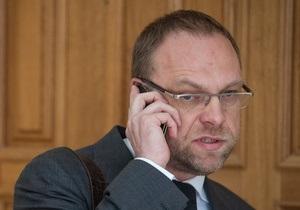 Тимошенко не получала предложений относительно лечения за границей - Власенко