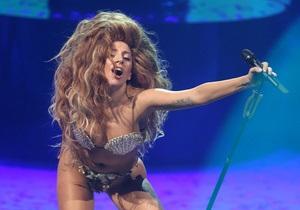 Lady GaGa возвращает моду на огромные парики