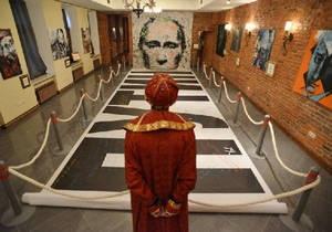 Путин в белье - В Петербурге задержали директора скандально известного Музея власти