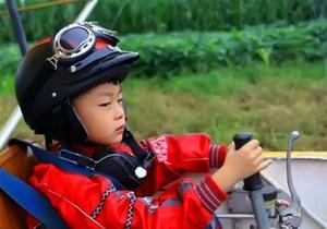 Рекорд книги Гиннеса. Пятилетний мальчик сел за штурвал самолета