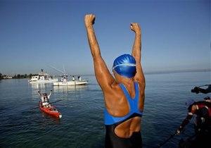 Американка плывет из Гаваны в Майами вопреки медузам