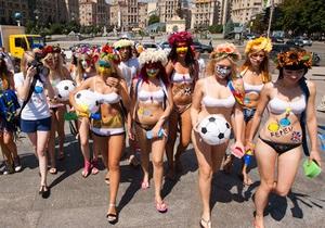 Femen - протест - новости Украины - Побег из страны: Активистки Femen сбежали из Украины