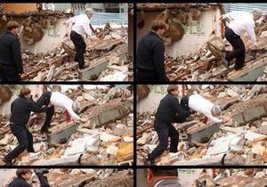 Президент Чили упал с развалин старых домов, чем вызвал бурную реакцию в соцсетях