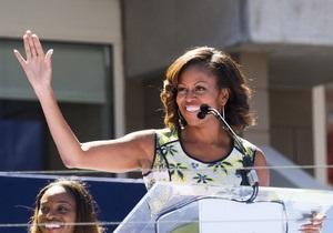 Мишель Обама покрасила челку. СМИ ждут реакции Лагерфельда