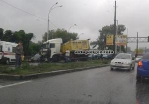 В Киеве произошло ДТП с участием семи автомобилей