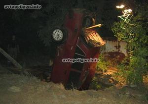 новости Луганской области - ДТП - колодец - В Луганской области автомобиль провалился в колодец, погибли два человека