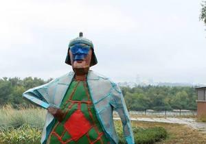 Новости Киева - скульптуры в Киеве: В Киеве вандалы надругались над недавно установленной скульптурой Бабушка с кравчучкой