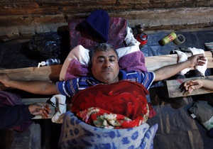 В Парагвае уволенные водители в знак протеста провели уже 20 дней распятыми на крестах