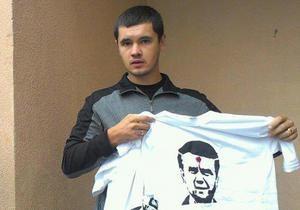 Милиция провела обыск в доме активиста, у которого ранее изъяли футболки с изображением Януковича