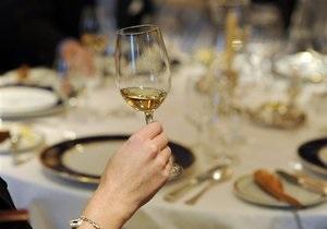 Ученые рассказали, делает ли алкоголь людей счастливыми