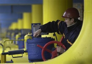 Киев начинает запасаться газом из Европы, споря с Москвой об объемах закачки в ПХГ