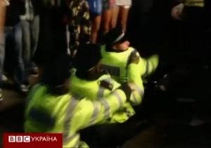 Карнавал в Лондоне: полиция пустилась в пляс - видео