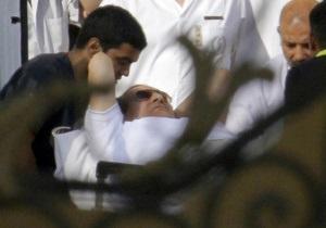 Мубарака на вертольоті переправили з в язниці у військовий госпіталь