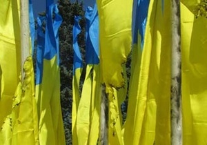 Новини Донецька - прапори - У центрі Донецька на флагштоках міськвиконкому підпалили прапори України