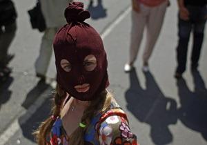 Новини Києва - Pussy Riot - Під Києво-Печерською Лаврою пройшла акція на підтримку Pussy Riot