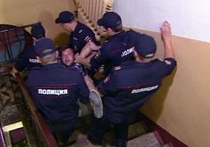 Кандидат від СР подав скаргу на Навального. Його прихильника оштрафували за непокору поліції