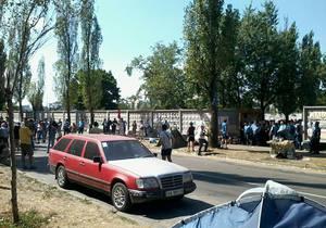 Протестувальники проти забудови скверу на Березняках перекрили рух транспорту