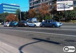 Новини Києва - ДТП - Я-Корреспондент: У Києві на Червонозоряному зіткнулися п ять машин