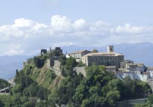 Італійське містечко навчилося заробляти на своїй  поганій славі