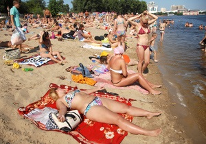 Киян закликають утриматися від купання на 11 столичних пляжах